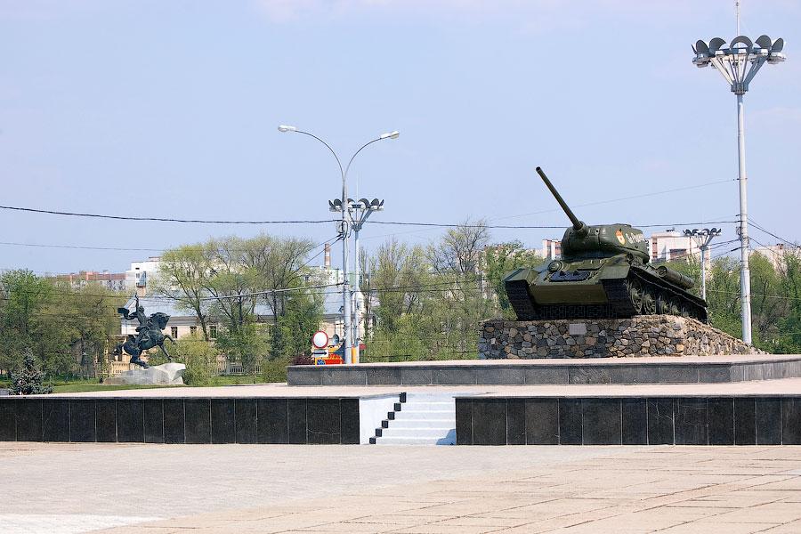 Танк «Т-34», установленный на Мемориале Славы в Тирасполе