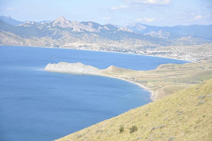 Вид на Тихую бухту и мыс Хамелеон