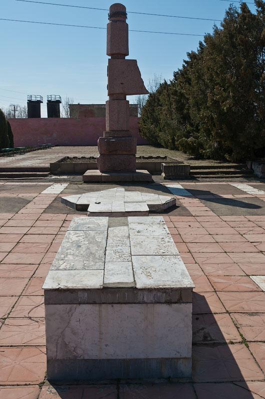 Памятник павшим в войне 1992 года - дальнее кладбище в Тирасполе (4)