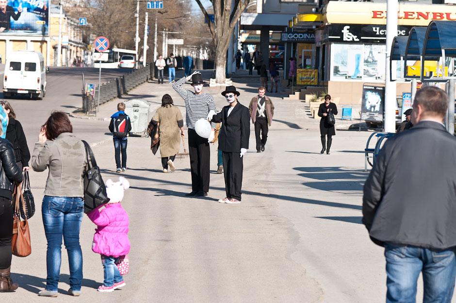 Мимы на улицах Тирасполя (6)