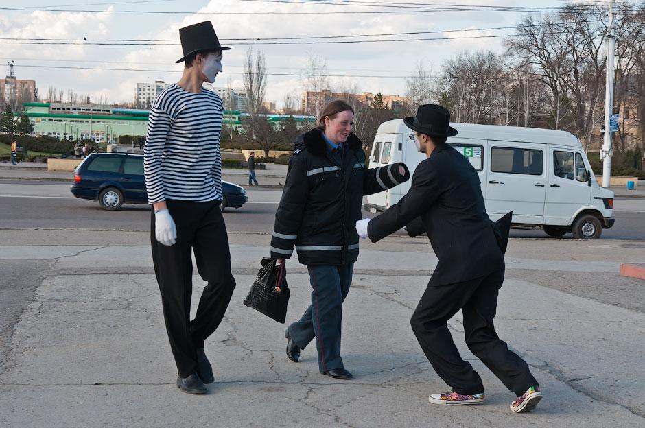 Мимы на улицах Тирасполя (14)