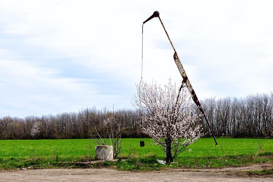 колодец-аист на дороге Молдавии (фото ПМР, фотография Приднестровье)