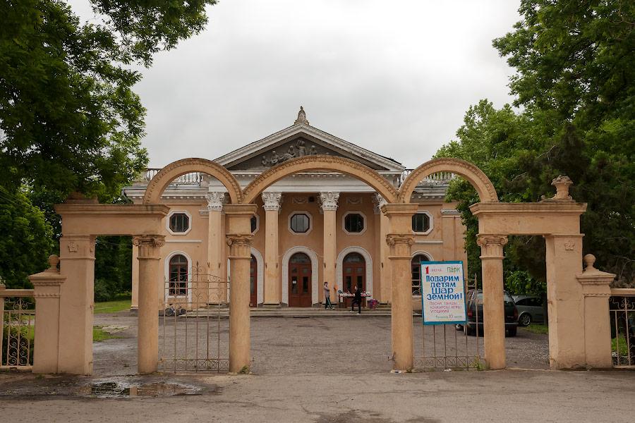Парк имени в селе Чобручи (Приднестровье) (1)