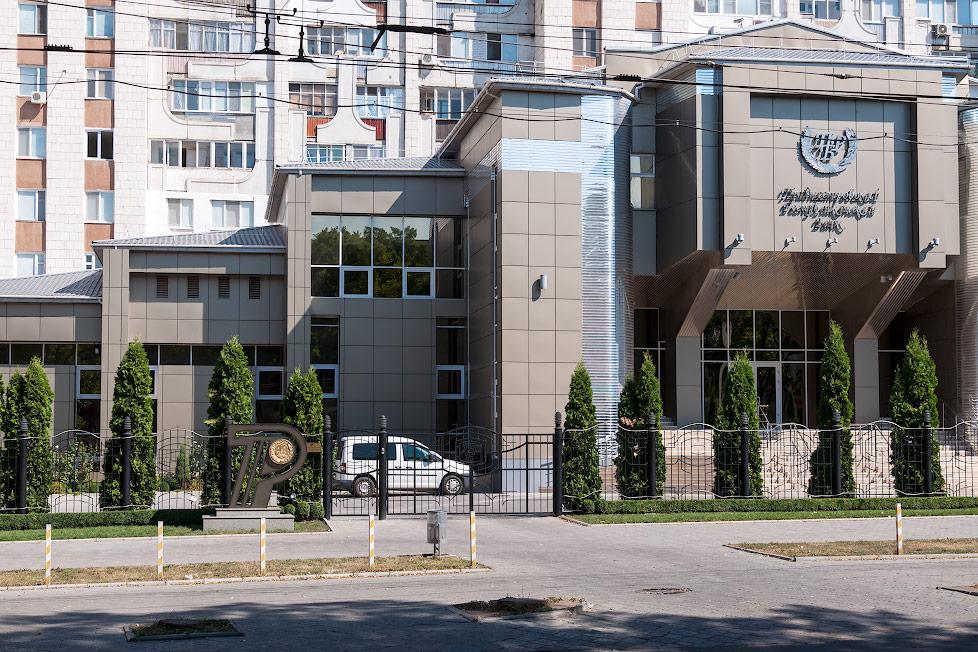 Памятник приднестровскому рублю в Тирасполе (1)