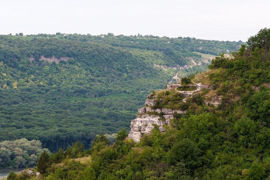 На обрыве у села Строенцы Рыбницкого района (Приднестровье)