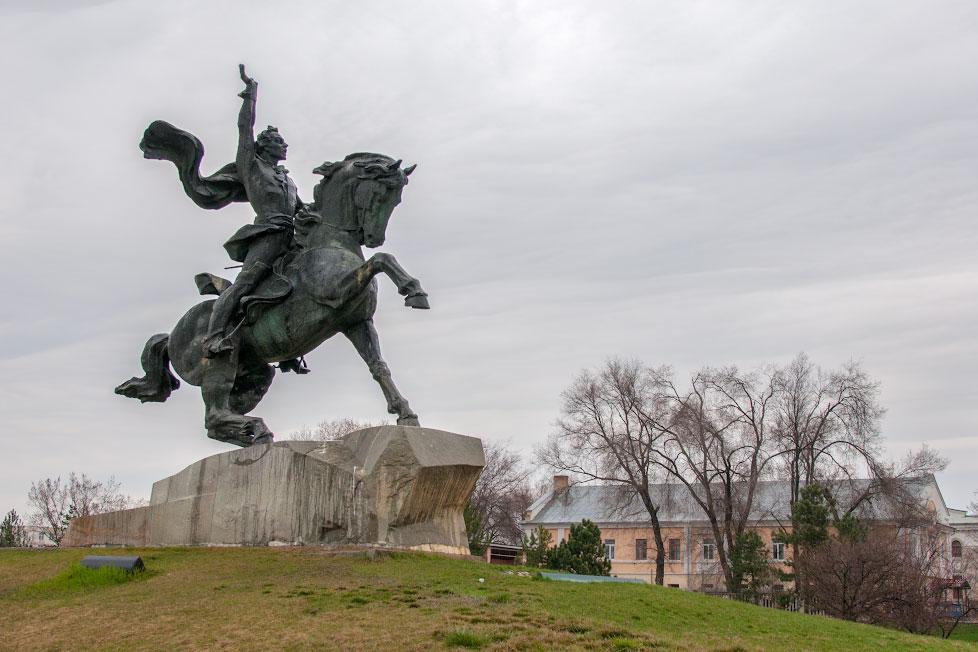 Памятник Суворову в Тирасполе