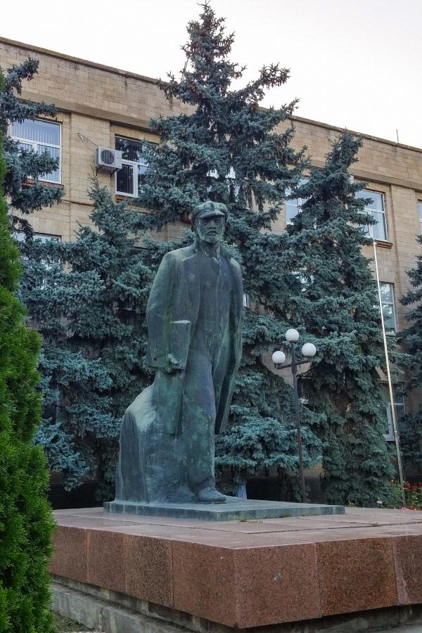 Памятник Ленину в Комрате (Гагаузия)