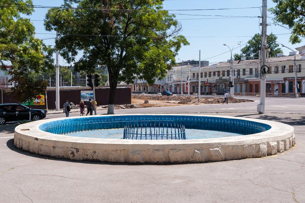 Фотнтан в Тирасполе давно не работает