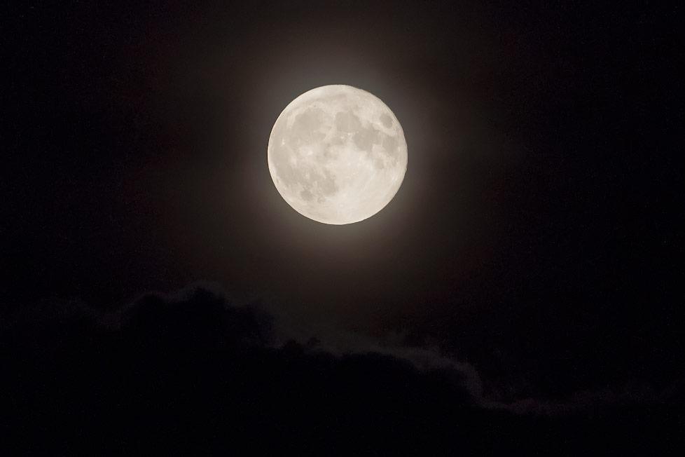 Луна ночью в Тирасполе