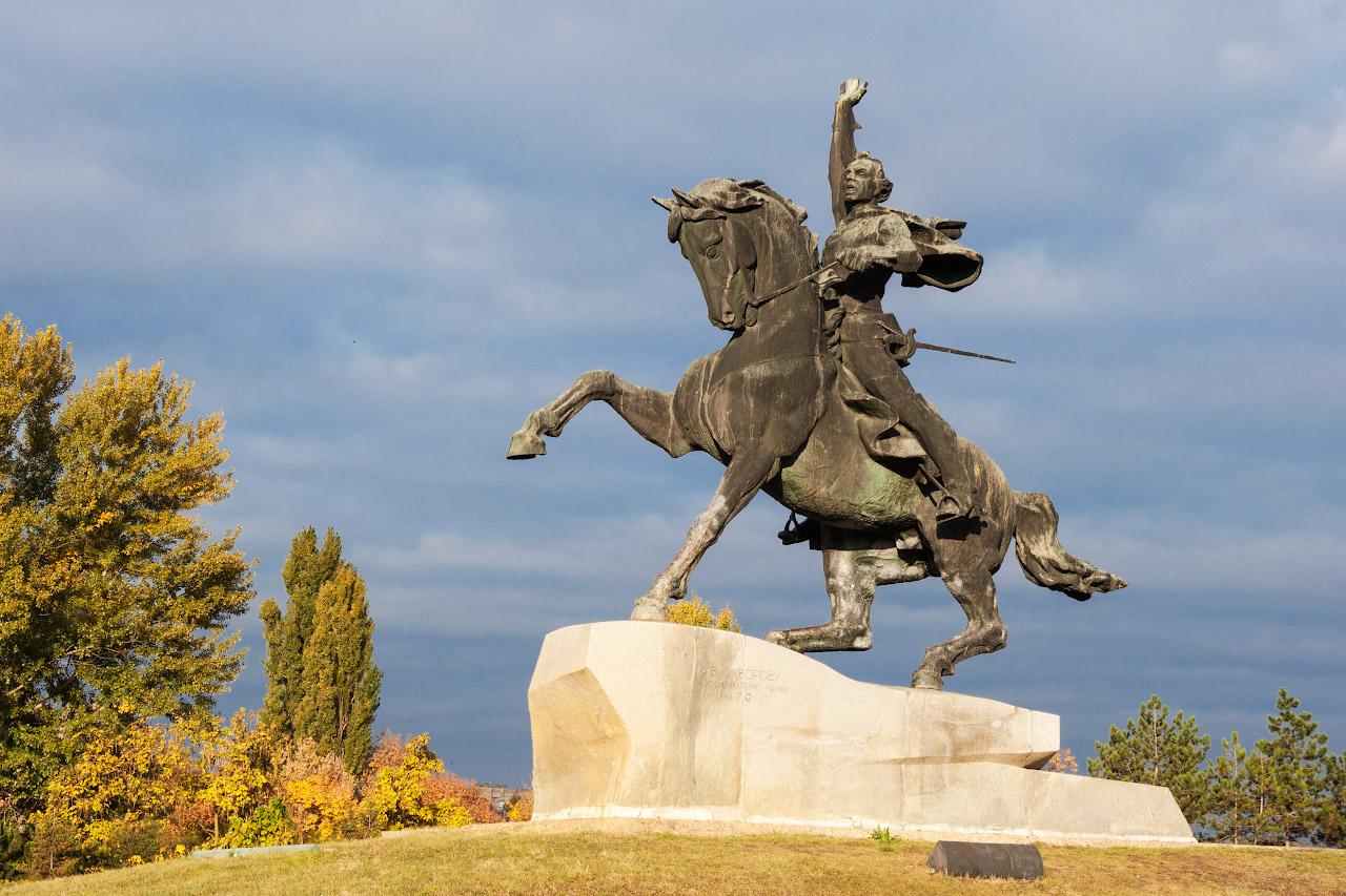 Памятник Суворову в Тирасполе (Приднестровье)