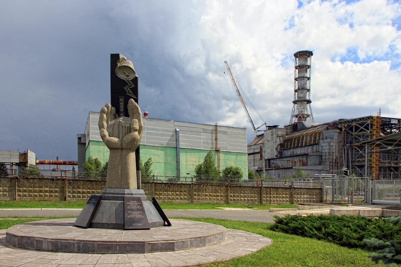 памятник чернобыль украина аэс