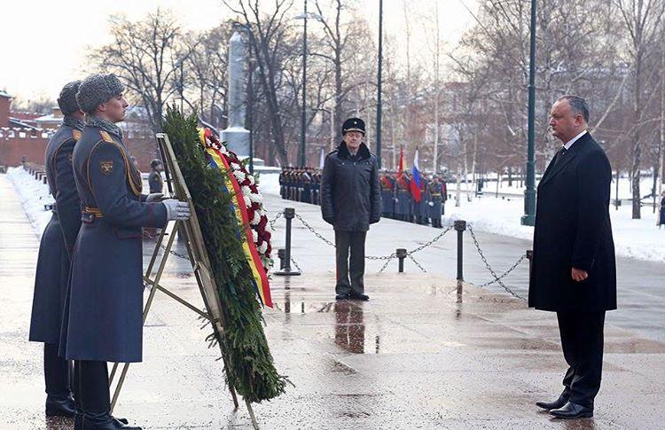 Президент Молдовы Додон и венок к Могиле Неизвестного Солдата
